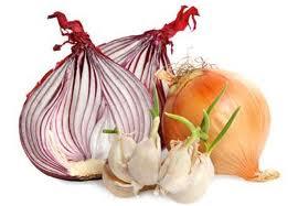 Naturalne antybiotyki – jak zrobić syrop z czosnku i sok z cebuli?