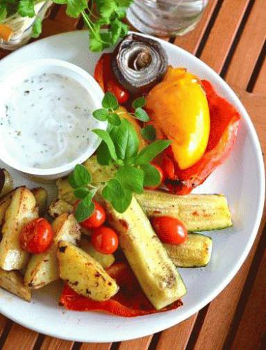 Pieczone warzywa z sosem