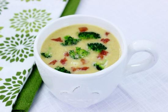 Zupa jarzynowa z serem białym